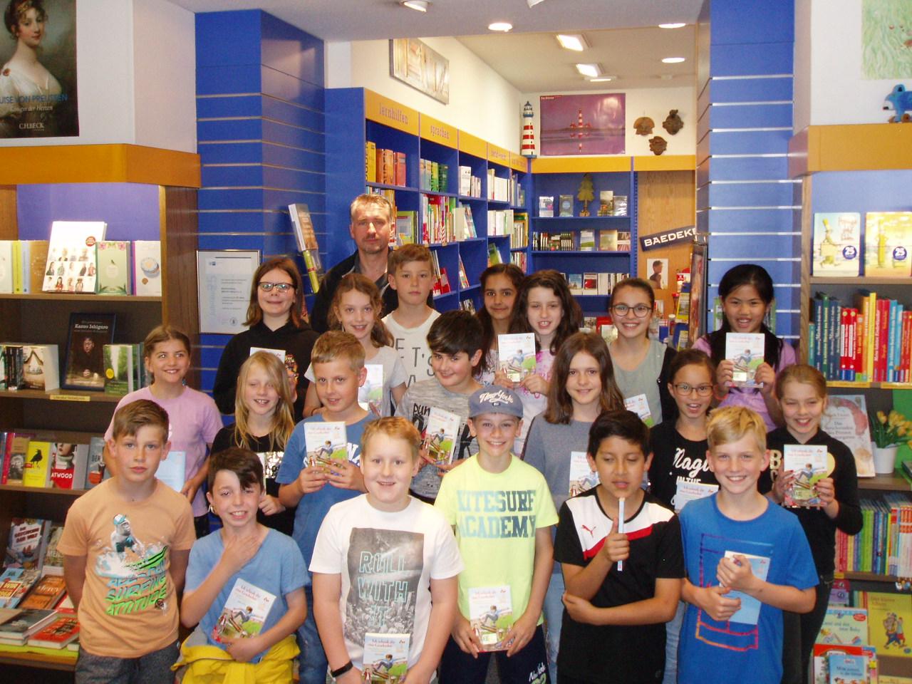 Klasse 4b zu Besuch bei der Buchhandlung Ullmann